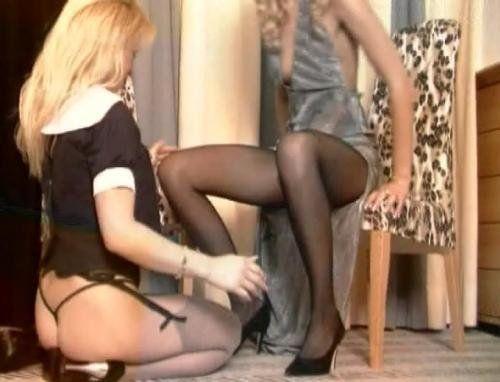 Zwei Lesben Girl in hauchdünnen Nylons