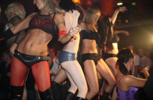 Sexy Girls tanzen in der Disco
