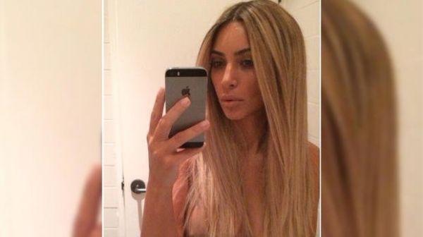 Kim Kardashian macht iPhone-Selfie