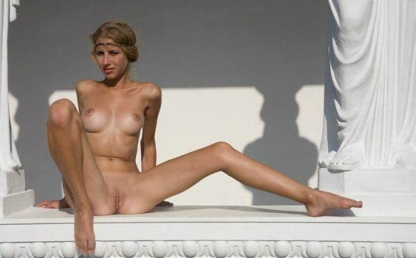 Griechische Blondine ganz nackt