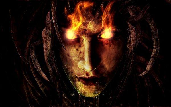 Dämonin schlägt Feuer aus den Augen