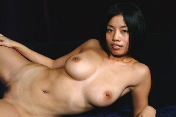 Asiatin mit großen Titten
