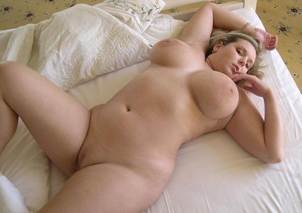 Blonde BBW hat pralle Naturtitten