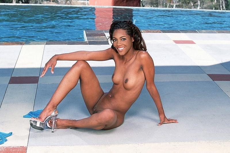 Pool frauen nackt im Mutter Nackt